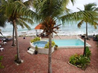 IL PUNTO BLU...located right on the beach in prestigious Pelican Key - Pelican Key vacation rentals