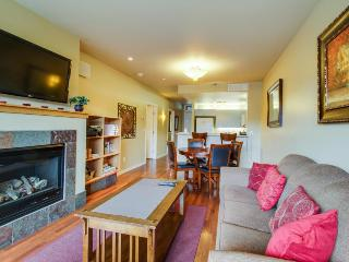 Quiet condo with private balcony, shared hot tub & pool access - Chelan vacation rentals