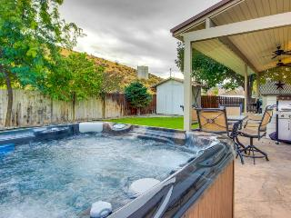 Three-story home w/shared pool, marina, and private hot tub - Orondo vacation rentals
