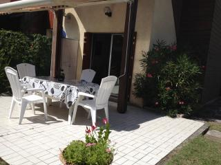 Bright 2 bedroom Hourtin House with Parking - Hourtin vacation rentals