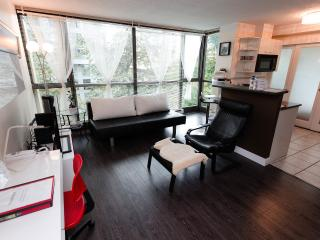 Kimberly - Luxury 1 Jr Br, DT Location Fr $95/nt - Vancouver vacation rentals