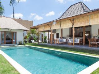 Fantastic 4 bedroom Villa in Kudeta Oberoi - Seminyak vacation rentals