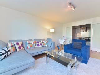 Still Life Vauxhall Deluxe Two-Bedrooms Apartment - London vacation rentals