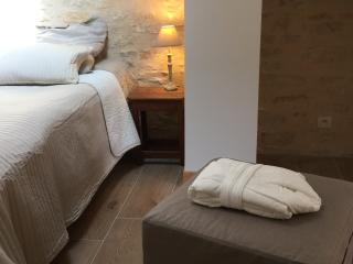 3 bedroom Bed and Breakfast with Internet Access in Vézelay - Vézelay vacation rentals