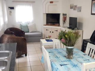 2 bedroom House with Satellite Or Cable TV in Pearly Beach - Pearly Beach vacation rentals