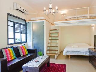 Beach Loft With a Lovely Garden - Tel Aviv vacation rentals
