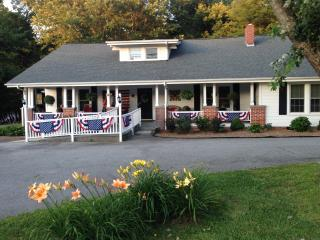 Mountain House B&B Blue Ridge Parkway Milepost 331 - Spruce Pine vacation rentals