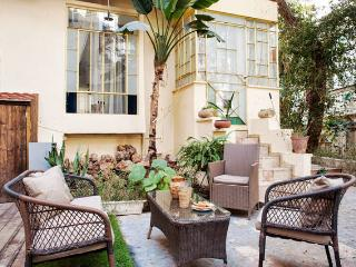 Charming 1BR & Garden by the Beach - Tel Aviv vacation rentals