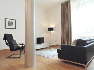 Tower Hill Deluxe One-Bedroom Apartment - London vacation rentals