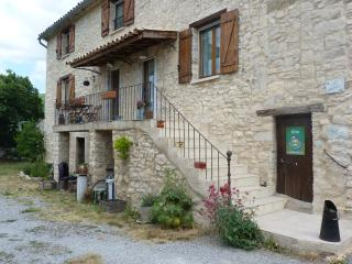 Romantic 1 bedroom Gite in Banon with Internet Access - Banon vacation rentals