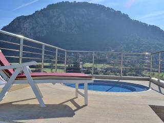 073 Modern Penthouse with Jacuzzi (all inclusive) - Pollenca vacation rentals