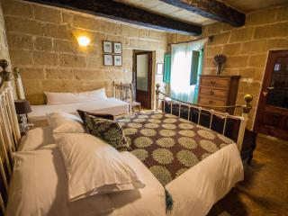 The Burrow First Floor Double With En-suite Bath - Tarxien vacation rentals