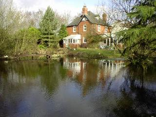 Self-catering studio apartment overlooking lake - Woodhall Spa vacation rentals