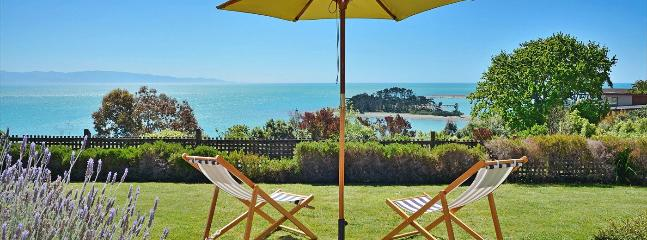 The Cliffs Nelson Holiday Home - Stunning Views & Lawns! - Nelson vacation rentals