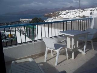 Perfect 1 bedroom Puerto Del Carmen Apartment with Internet Access - Puerto Del Carmen vacation rentals