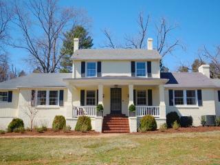 8 bedroom Farmhouse Barn with Deck in Gordonsville - Gordonsville vacation rentals