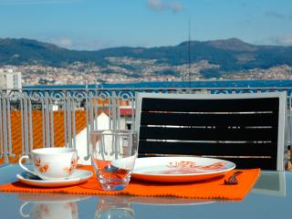 Penthouse in the center: terrace, sea views, WiFi. - Vigo vacation rentals