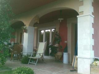 villa indipendente con giardino - Torrevecchia Teatina vacation rentals