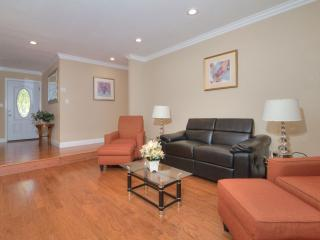 AWESOME INTRODUCTORY DEAL ! 3BE/2BA EXEC HOUSE - San Jose vacation rentals