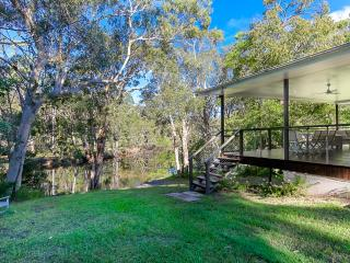 Noosa, 4 acres riverfront bush and fishing kyaks - Tewantin vacation rentals