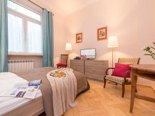 1BR Apartment Plac Zbawiciela 3 - Warsaw vacation rentals