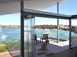 ARCHITECT'S RETREAT - ON THE RIVER & WALK TO BEACH - Fremantle vacation rentals