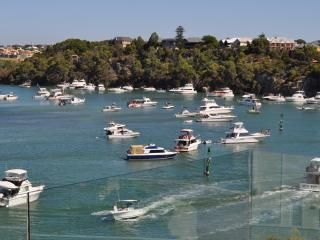 ON THE RIVER -OR WALK TO THE BEACH! ARCHITECT HOME - Fremantle vacation rentals
