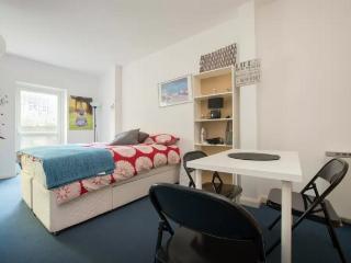 Small Studio for 4 near Centre (1) - London vacation rentals
