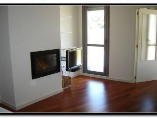 Beautiful Apartment in Lugo with Garden, sleeps 4 - Lugo vacation rentals