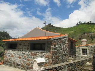 Lovely cottage, suitable for zen&romantic holidays - Sao Vicente vacation rentals