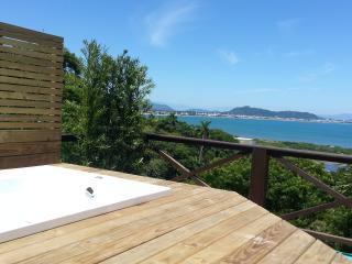 Fantástica vista ao mar, terraço com Hidro - Ponta das Canas vacation rentals
