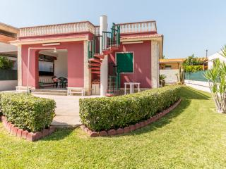 RED-HOUSE near the sea & (website: hidden) - Noto vacation rentals