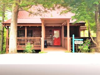 Escape to Bear Feet...Kick Off Your Shoes...Stay Awhile! GREAT GATLINBURG LOCATION! - Gatlinburg vacation rentals