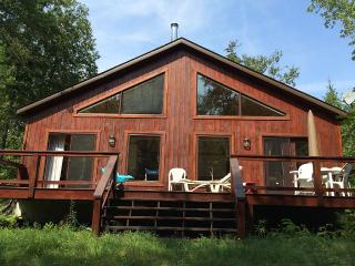 Lovely Chalet in Saint-Adolphe-d'Howard with Dishwasher, sleeps 4 - Saint-Adolphe-d'Howard vacation rentals