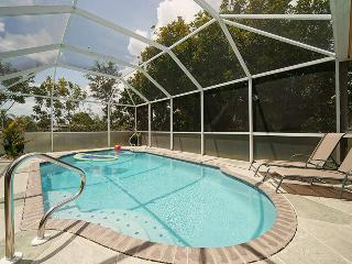 Villa Casita Feliz sleeps 6~Heated Pool! Book 6 Nights get 7th Night FREE! - Cape Coral vacation rentals