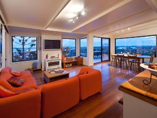 Panorama Penthouse - main Ocean Grove surf beach precinct - Ocean Grove vacation rentals