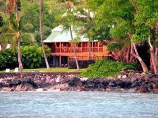 Dolphin Retreat- OCEANFRONT, Snorkel, Free Kayaks! - Captain Cook vacation rentals
