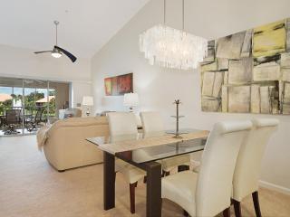 Cozy 2 bedroom Apartment in Naples - Naples vacation rentals