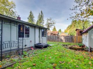 Dog-friendly home close to Pacific Crest Trail! - Cascade Locks vacation rentals