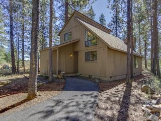 Cozy, dog-friendly home w/private hot tub, SHARC access - Sunriver vacation rentals