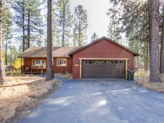 Home Nestled In The Trees on Private 1 Acre Lot w/ a Hot Tub - Sunriver vacation rentals