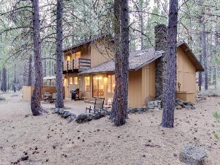 Dog-friendly abode w/ private hot tub plus SHARC passes & access - Sunriver vacation rentals
