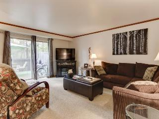 Beautiful home w/ SHARC passes to shared pool & hot tubs - Sunriver vacation rentals