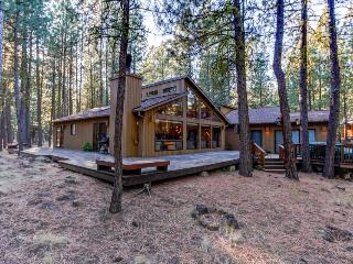 Contemporary Northwest home w/amazing deck, on-site golf and shared pool, sauna! - Black Butte Ranch vacation rentals