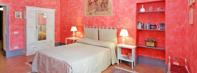 Pleasant Rome Apartment Directly Across from the Colosseum - Palatina - Castel Gandolfo vacation rentals