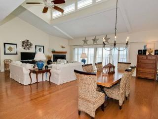 Nice Condo with Internet Access and Linens Provided - Pine Knoll Shores vacation rentals