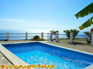 Bright 3 bedroom Salobrena Villa with Deck - Salobrena vacation rentals