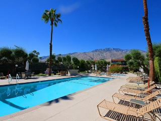 Perfect 2 bedroom Apartment in Palm Springs - Palm Springs vacation rentals