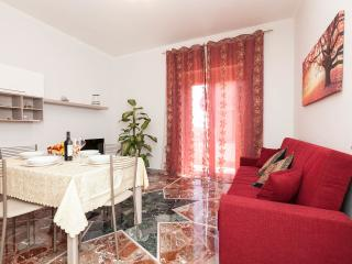"""""""Anthony's Home"""" up to 5 people - 2 bathroom - Rome vacation rentals"""