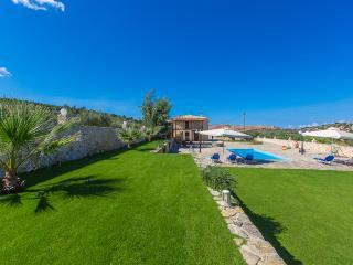 Villa Ioanna, Luxury Holidays! - Panormo vacation rentals